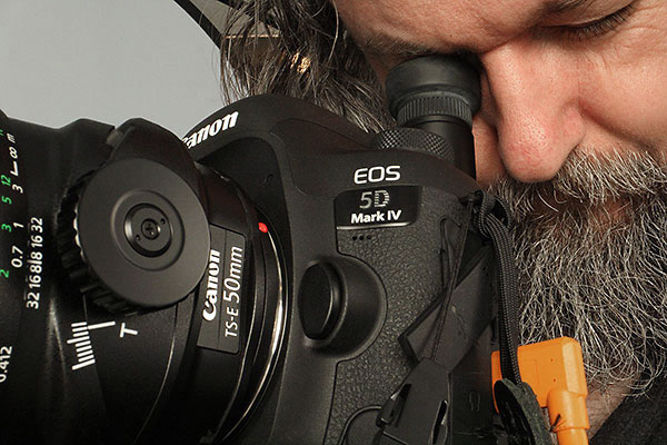 Mike Lascut in studio with the Canon 5D Mark IV and the Canon EF TS-E 50mm 2.8L Macro